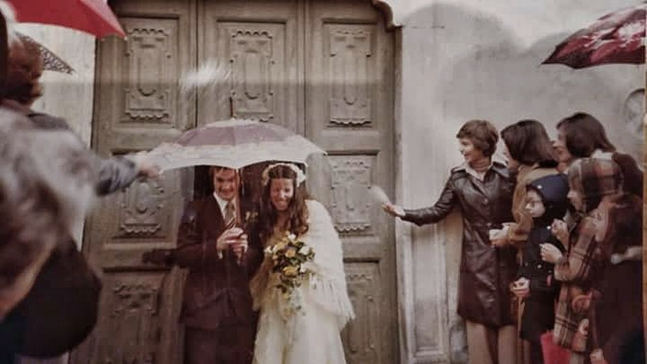 Wedding Wedding Day Wedding Ceremony Wedding Bouquet Motherandfather Mother Father LongTimeAgo  Real People 40 40years Anniversary Weddinganniversary Lifestyles Wedding Dress Love My Family ❤ Lovelife LoveThem  Womanandman Weddingmoment Oldtimer Love Love Lovetime