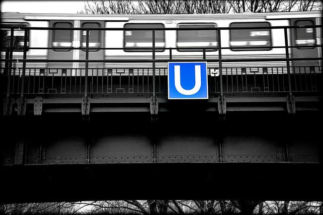 the U.. Taking Photos Notes From The Underground Urban 4 Filter Train Black And White With A Splash Of Colour Colorsplash Urban Photography Cityscape Urban EyeEm Deutschland
