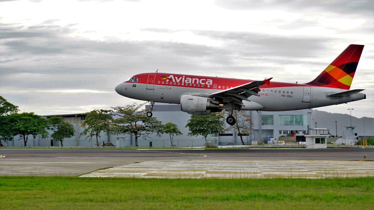 #EyeEm #eyembestshot #SantosDumont #SDU Instaplane #aircraft #cabincrew #airport Instaplane #megaplane #jet #aviation #pilot #aircraft Sky #skylovers #photography #airplane #aircraftwake