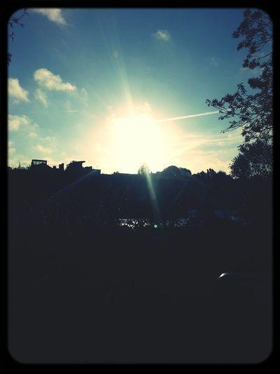 Le soleil se lève sur les bords de Marne .. Hello World Sunrise Sunlight