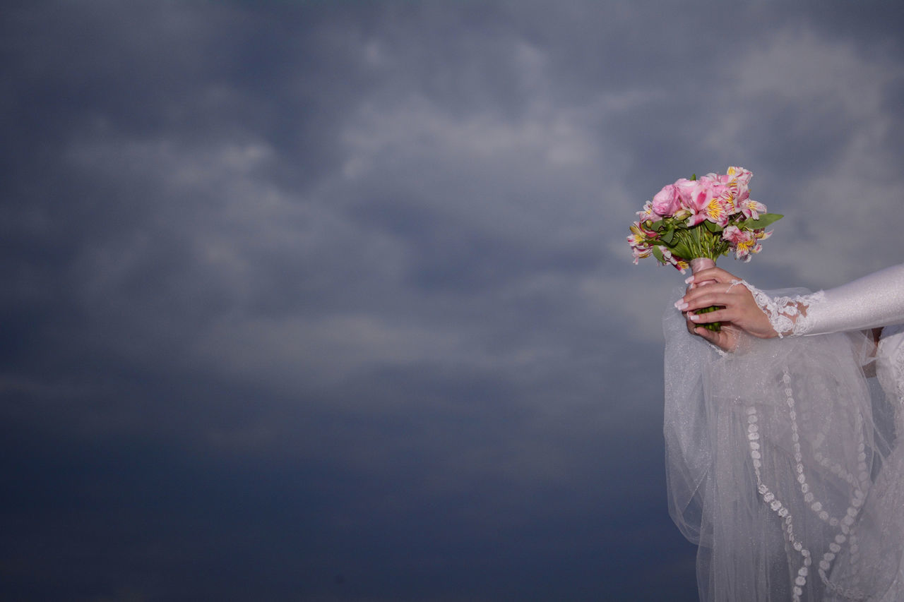 What I Value Bride Bouquet Clouds And Sky I Love My Job! Getting Inspired Eye4photography  EyeEm Best Shots Deceptively Simple Learn & Shoot: Simplicity Weddings Around The World Pastel Power Q for Questionless
