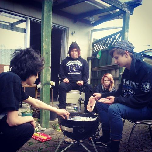 BBQ with friends Kiwilife