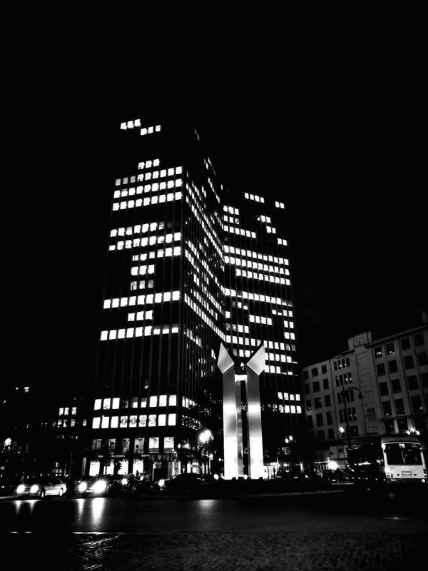 Black & White Photography Blackandwhitephotography Huaweishot Huawei P9 Leica Huawei Leica Bruxelles-Capital Bruxelles ❤ City Façade Building Exterior Brussels Porte De Namur Skyscraper Night Architecture Illuminated City Outdoors Huaweiphotography