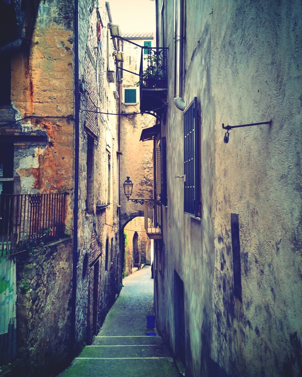 architecture, built structure, building exterior, the way forward, residential building, alley, no people, day, outdoors