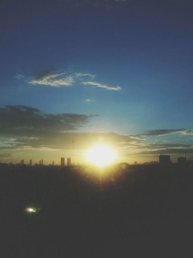 Beautiful sunset in the busy city Sunset Sunsetporn Sunsetlover EyeEm