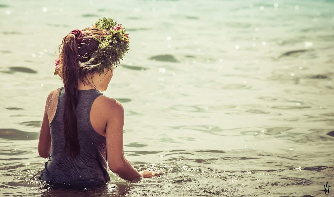 real people, one person, rear view, water, lifestyles, sea, nature, leisure activity, focus on foreground, day, outdoors, childhood, beach, young women, beauty in nature, young adult, people