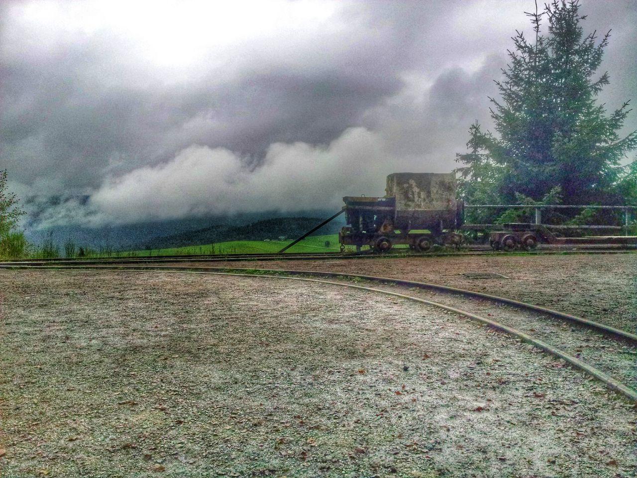 Gleis aus der alten Mine und Blick ins Freiburger Land des Schwarzwaldes. Mine Train Landscape Railroad