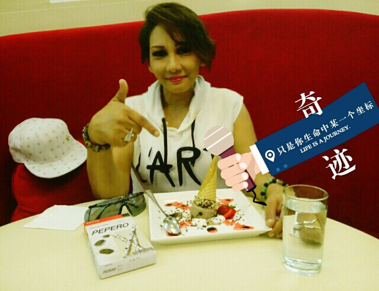 Wowww..with my lovely PEPEROoo White cookie..its Harmony of crunchy cookies and white chocolate.. And its special time with..????? Sweet Moments Hangoutwithfriends Thats Me ♥ How You Celebrate HolidaysHanging Out ✌ Naturalface Icecream🍦 Enjoying Life Selfie ✌ Koreanstyle Beauty In Ordinary Things