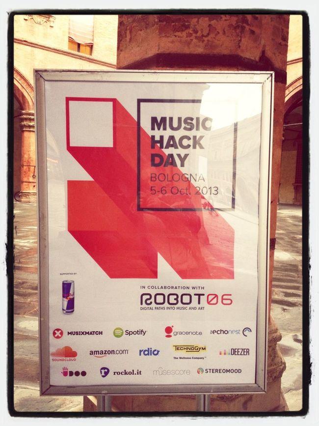 In attesa dell'inizio del Musichackday a Bologna @robotfestival