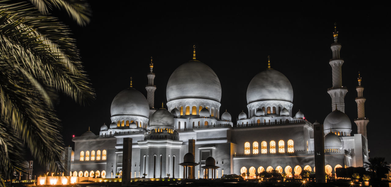 Sheikh Zayed Mosque on the Supermoon Night 2016 Abu Dhabi UAE Architecture City Cultures Dome Domes Illuminated Islam Islamic Architecture Minarets Night Night Photography No People Outdoors Place Of Worship Religion Sheikh Zayed Mosque Spirituality Supermoon2016 Travel Travel Destinations UAE First Eyeem Photo
