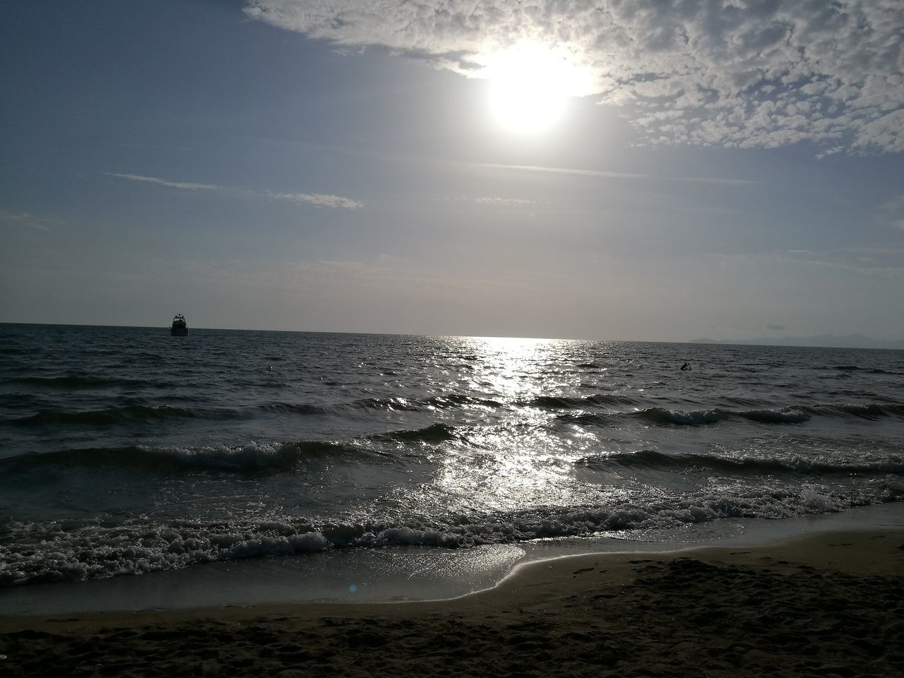 sea, horizon over water, beauty in nature, water, nature, scenics, beach, sun, sky, sunlight, sand, tranquility, sunset, wave, tranquil scene, outdoors, no people, day