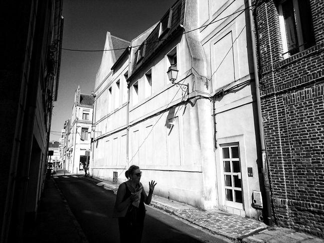 Playing with light in town... Streetphotography Eyeemphoto Eye4photography  EyeEm Best Shots - Black + White Blackandwhite Streetphoto_bw