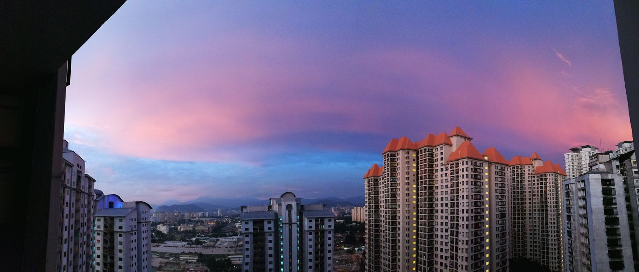 Sunset view from 21st floor Sunset Panorama PhonePhotography Lamdscape Clouds And Sky Colors Condominium Nature HuaweiP9 Huaweip9my Cityscapes City Life Colour Of Life