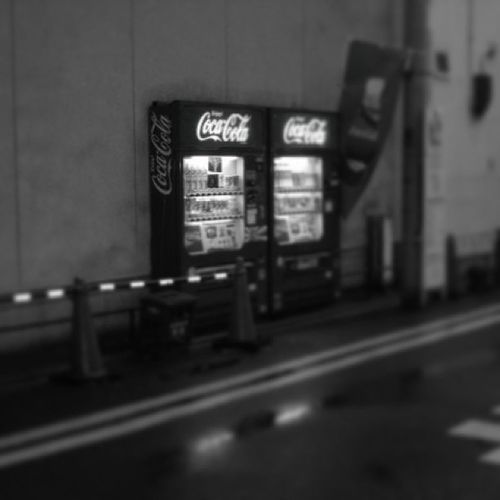 ???? Cocacola Vending Machine Tokyo street caution coca cola