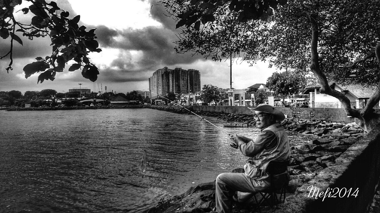 Relaxing EyeEm Best Shots - Black + White Takingphotos Peoplephotography The Old Man with his hobbies..
