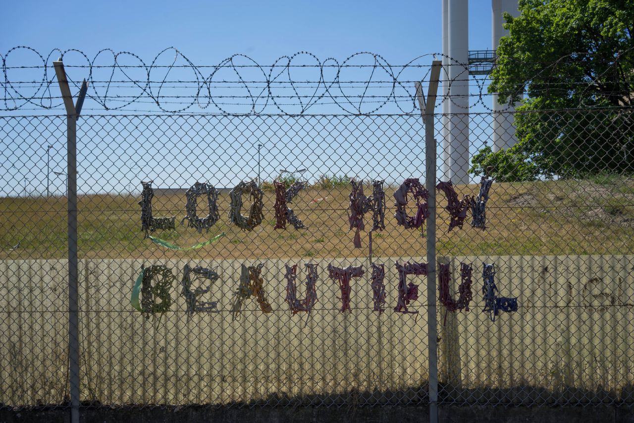 Tempelhof You Are Beautiful Street Street Photography Love Streetlevel Look How Beautiful  Fence Barb Wire Erik Lindner Aphoto.website Capture Berlin