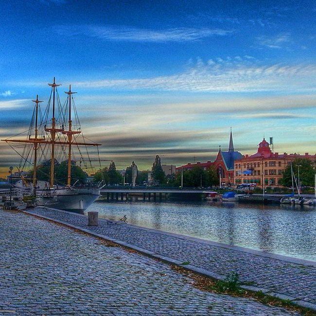 Najaden Slottsbron Kaj Bro nissan båt brygga vatten moln blå clode sky mast kullersten halmstad halland hejhalmstad 7dagarbilden city