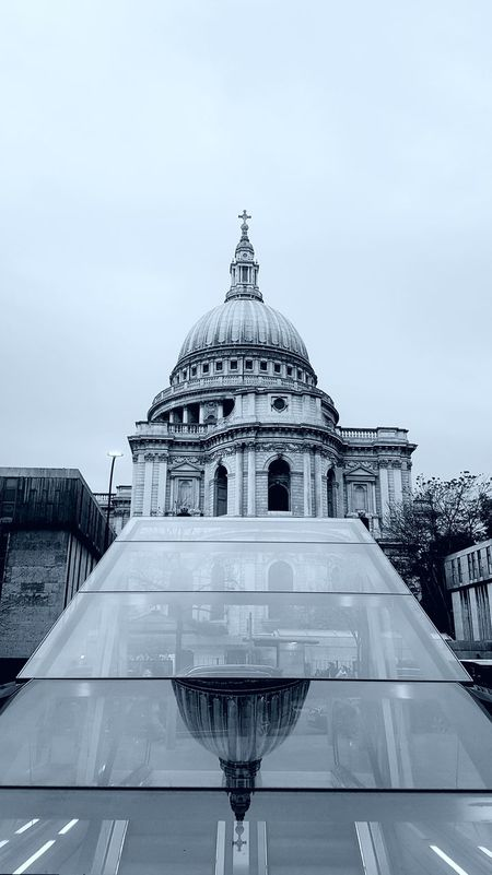 Religious  Streetshot Religious  Building Exterior Reflections And Shadows Streetsoflondon Built Structure Architecture Samsung Galaxy S7 Edge Blackandwhite Blackandwhitephotography EyeEmLOSTiNLondon EyeEmBestPics EymEm New On Market The Week On EyeEm Eym & Getty Collection EyeEm Selects EyeEm Best Shots Cathedral LONDON❤ City Of London StPaulscathedral Travel Destinations Lovephotography  EyeEmNewHere