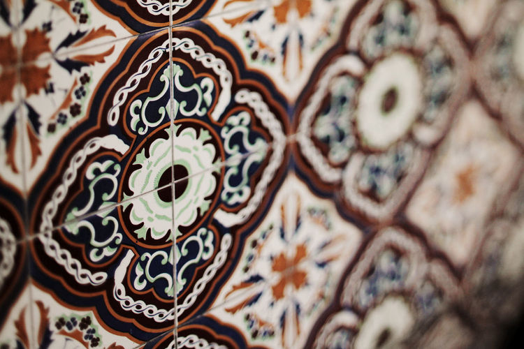 Spanish tile on street wall Artistic Barcelona Buenos Aires European  Latin Mosaic Pattern Pieces Spanish Wall Arabesque Argentina Art And Craft Backgrounds Buenosaires Close-up Day Design Floral Pattern Full Frame Multi Colored No People Pattern Selective Focus Texture Tile