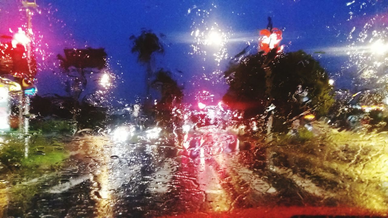 Rainning Rain Traffic Jam Traffic Lights Rain Drops Rainy Day Rain At Night Rain Drops On The Window Windshield Windshield Shots Chuva Trânsito Cores Gotas Da Chuva Parabrisa Collorfull Cities At Night