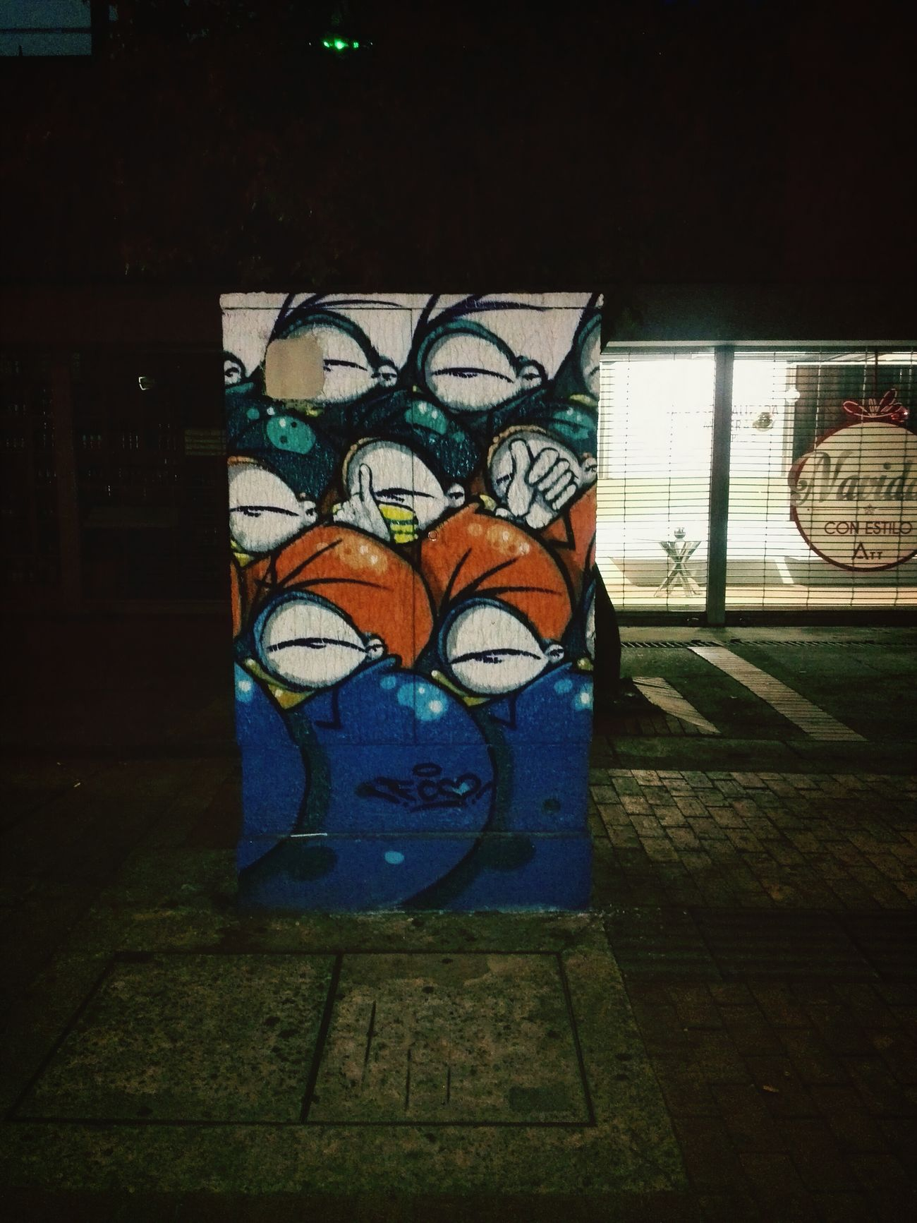 Que buena decoración para esas feas cajas telefónicas Street Street Art
