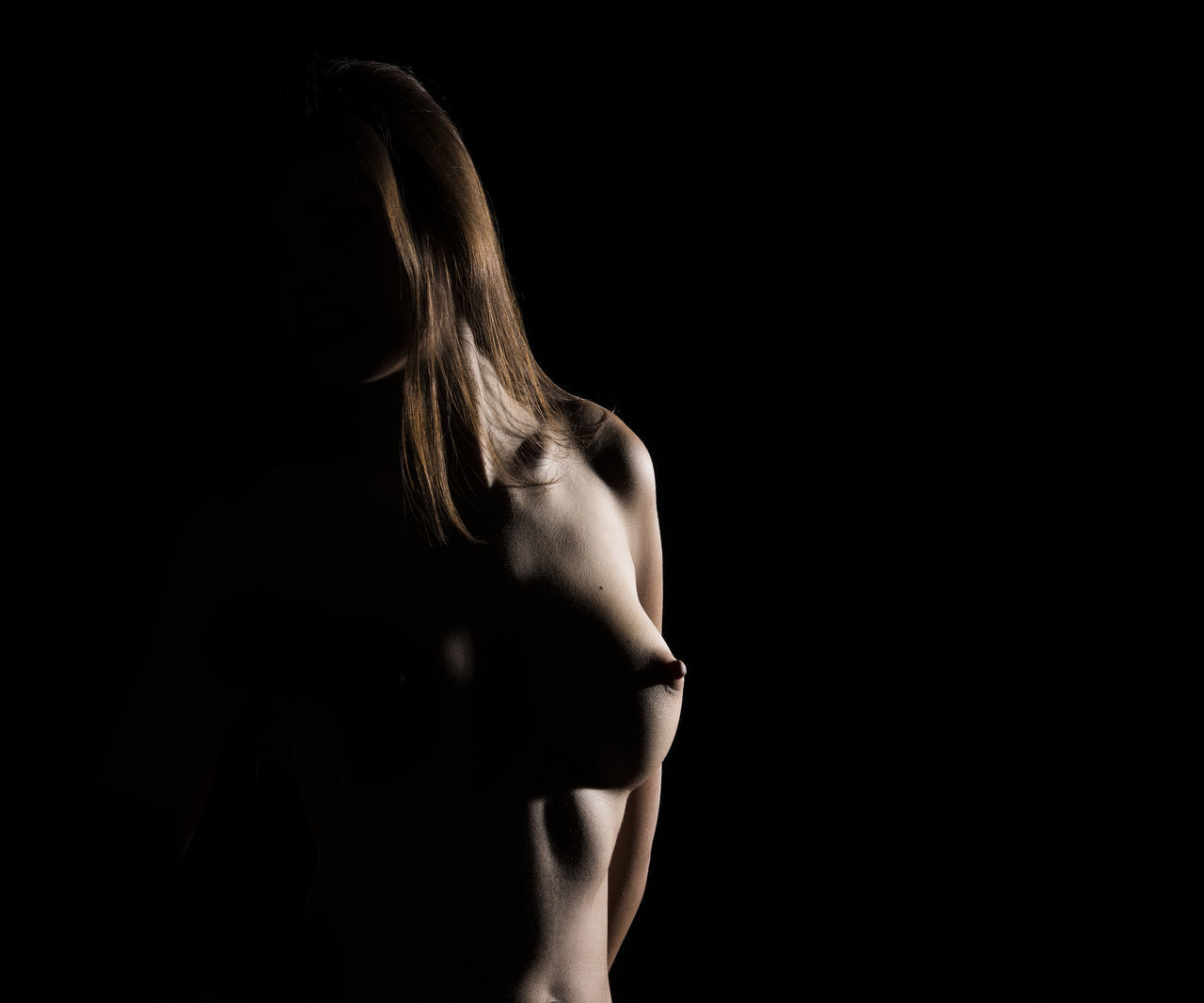 Adult Akt Beauty In Nature Low Key Low Light Nu People Studio Woman