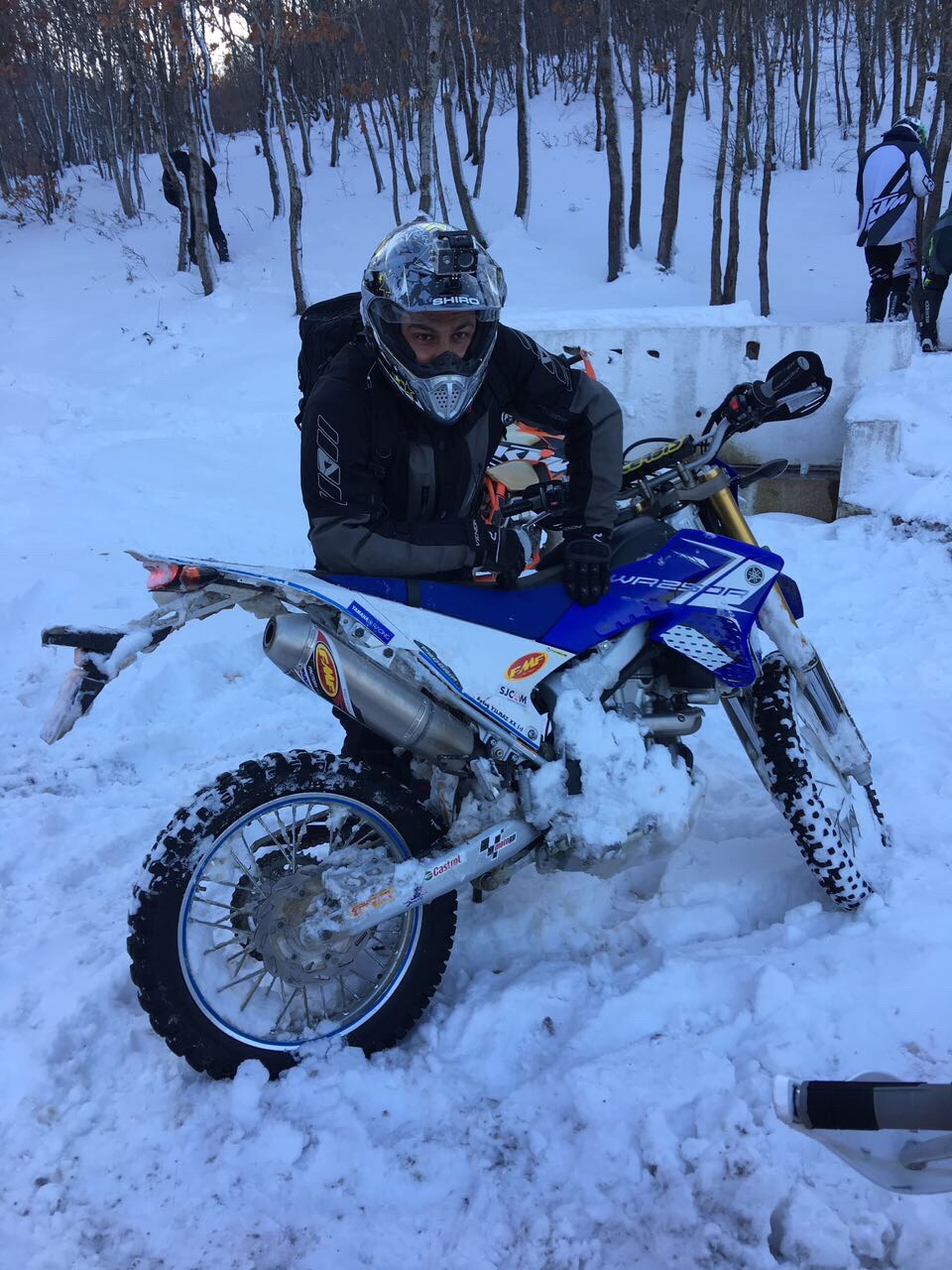 winter, snow, one person, cold temperature, one man only, adventure, only men, leisure activity, adults only, outdoors, sport, people, adult, day, extreme sports, vacations, human body part, snowboarding, human hand