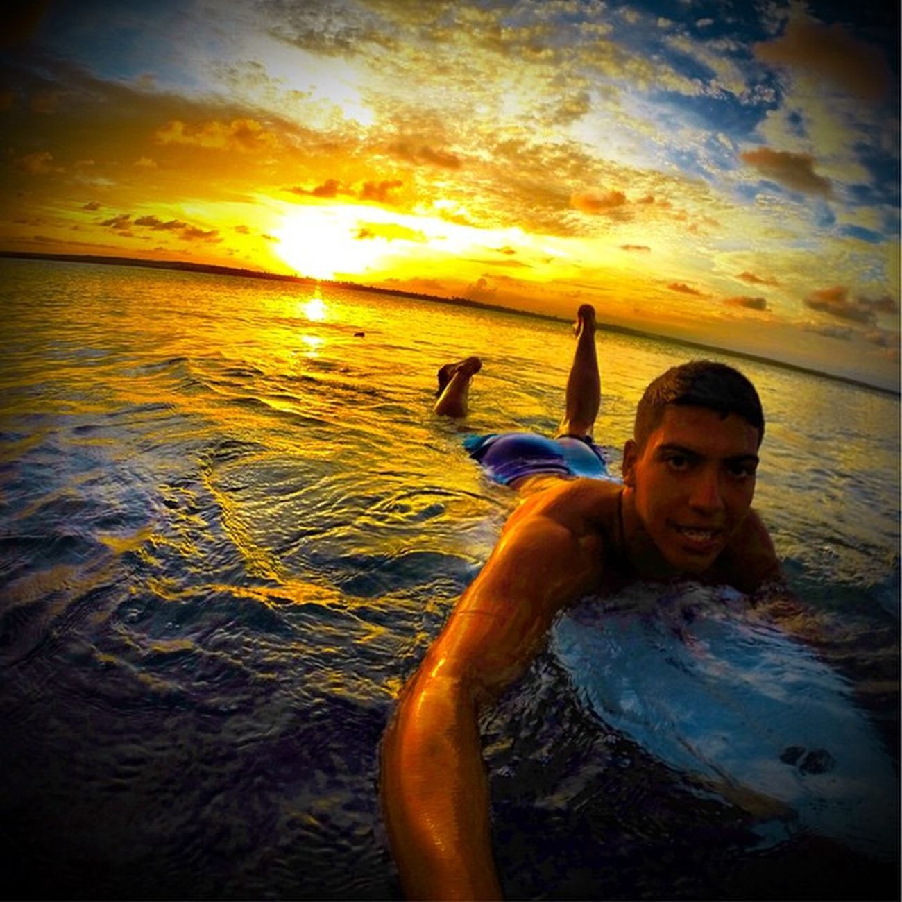 Por do sol! ⛅️👌 Allallauu Gopro Lifeapp Lifestyle LiveTheSearch Surf Surfstorm Surfingiseverything Rapaduratimes Dialindo @lifeapp Goprosurf Goprohero4 Goprobrasil Goproselfies Life @GoPro