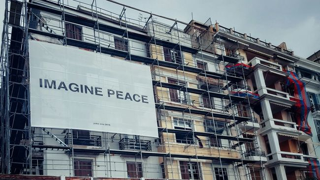Imagine... 🌍☮!!! Image Peace Strong Message Billboard Building Exterior Under Construction... Low Angle View Lookingup Building Story Building Construction Work Poster Worldpeace Imagination World Peace Quote Exterior Architecture Architectural Feature ArchiTexture Text Textures And Surfaces Message Getting Inspired Motivated