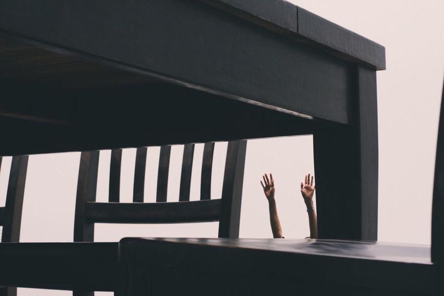 Reaching 'Under The Table'. The Broad Robert Therrien Museum DTLA Los Ángeles Art