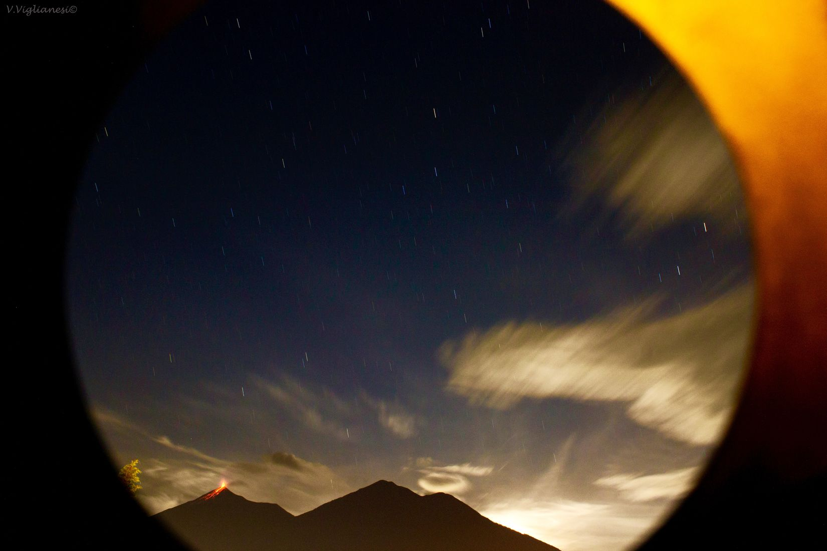 Erupción Volcánes Volcandefuego Fotografianocturna Largaexposicion Nubes PerhapsYouNeedALittleGuatemala Guatemala Tierradevolcanes Viglianesiphotography Nochemagica