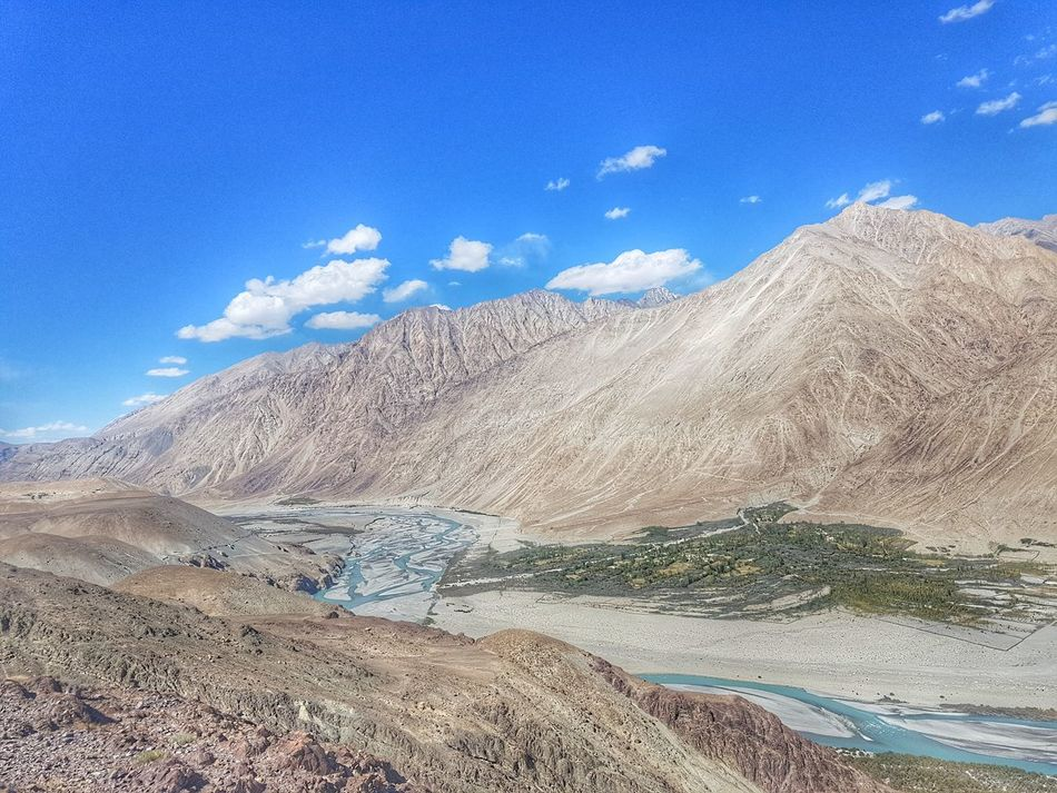 Ladakhdiaries Ladakhtrip2016 LADAKH ON THE WAY Scenics Travel Destinations Landscape Outdoors Mountain Range Mountain Ladakh_lovers Beauty In Nature Sky Cloud - Sky Ladakh A View From The Top Ladakh_lovers GalaxyS7Edge