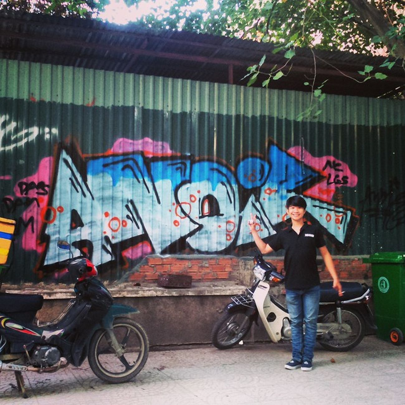 He was just there and automatically pose when i pointed to take a flick. Niceguy Funny NC Lazyguys graffitivietnam bombing anoir Saigon