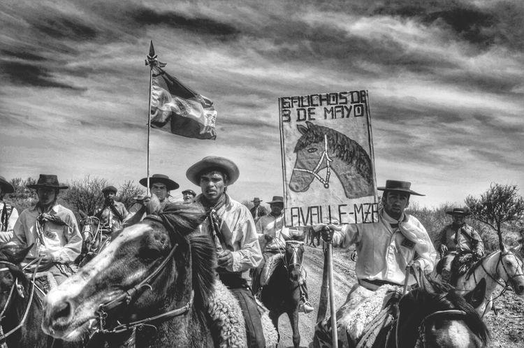 Procesión de gauchos a las Lagunas del Rosario Bnw People Horse Riding Mendoza Argentina