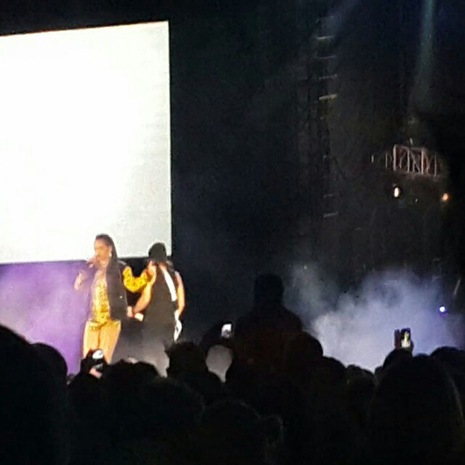 Rihanna Rihanna Concert Diamonds World Tour Taking Photos