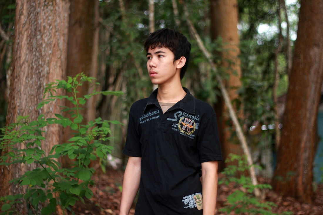 One Person Forest Tree Green Color Adventure Nature People Adult Young Adult Outdoors Day Portrait Adults Only Only Men Lifestyles Casual Clothing Macho One Young Man Only Grass Standing Real People Jeans Young Men Tree Camouflage Clothing