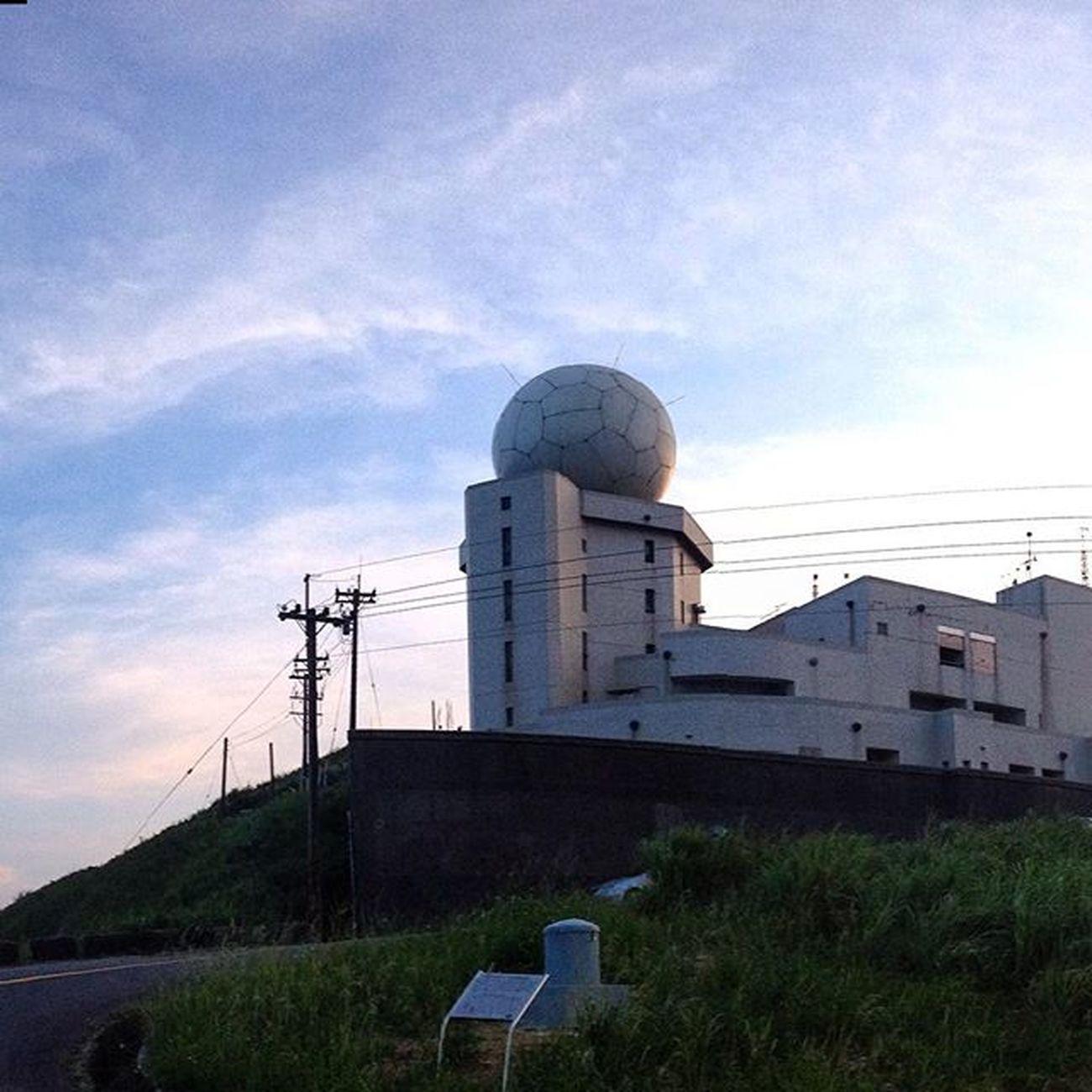 剛吃晚餐看新聞...這顆雷達也爆了 好險已朝聖過的建築又多一個 一年後在去拜訪新的球~
