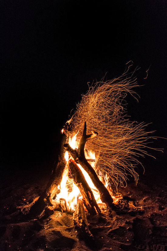 Fuego Aire Libre Beach Fire Chispas Fire Fire In The Night Outdoors Spark