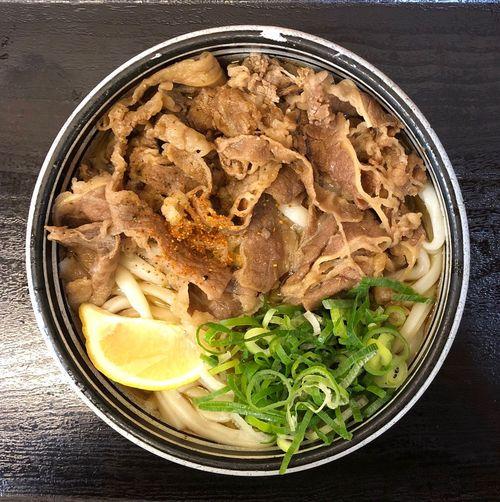 『麺処綿谷高松店』 すき焼きの〆うどんが大好物の私には、たまらないうどんです。片鱗を感じますよね。 牛ぶっかけ小 ¥420 最後は苦しいですが、何とか完食しました。 美味かった( ^ω^ )