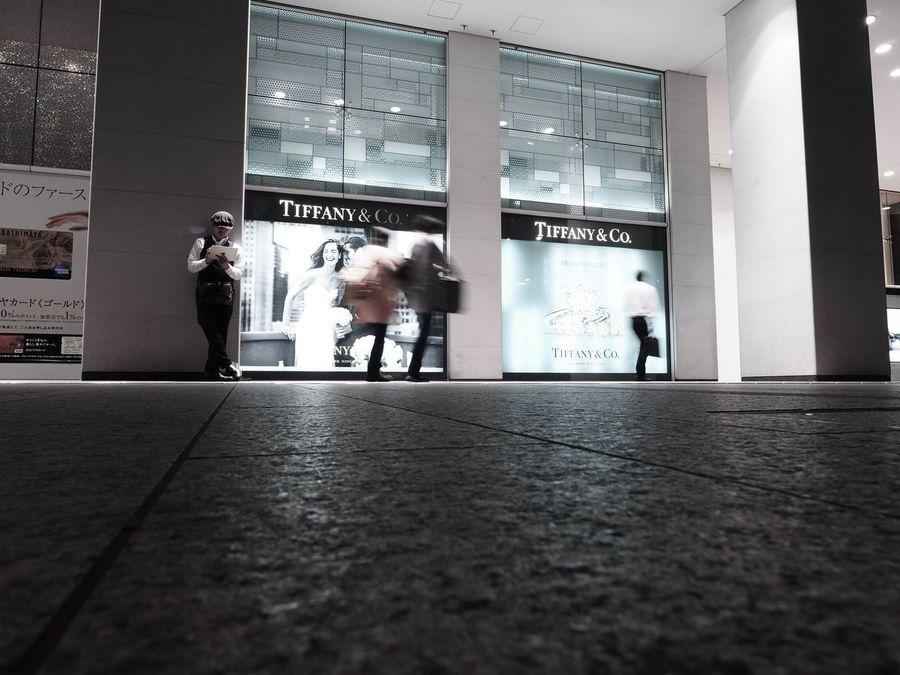 ちょっとお買い物😁 Self Portrait Blurred Motion Motion Real People Architecture Walking Lifestyles Businessman People Tokyo Street Photography Olympus OM-D E-M5 Mk.II