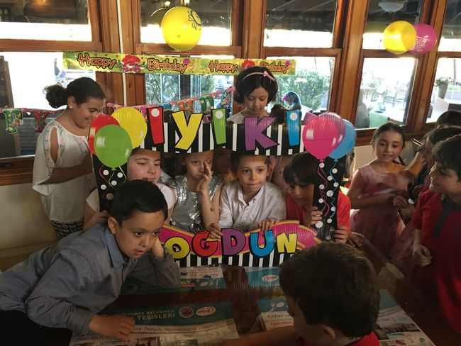 Aslı Aslantürk Birtdayparty Birthday Party Doğum Günü Enjoyment Friendship Fun Iyikidogdun Mert Aslantürk Sister Toothy Smile
