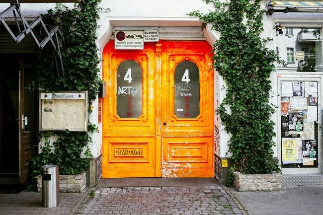 Not really doorporn, but too stark color Doorporn Door Colorful Neon Color Streetphotography Street Streetstyle Doorart Berlin Moabit