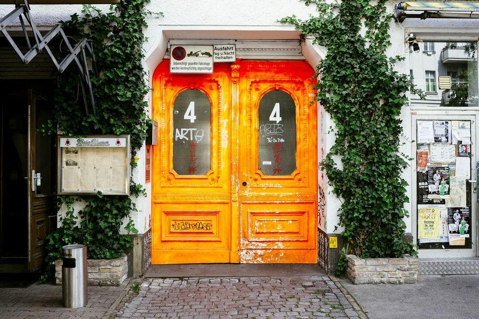Not really doorporn, but too stark color Doorporn Door Colorful Neon Color Streetphotography Street Streetstyle Doorart Berlin Moabit