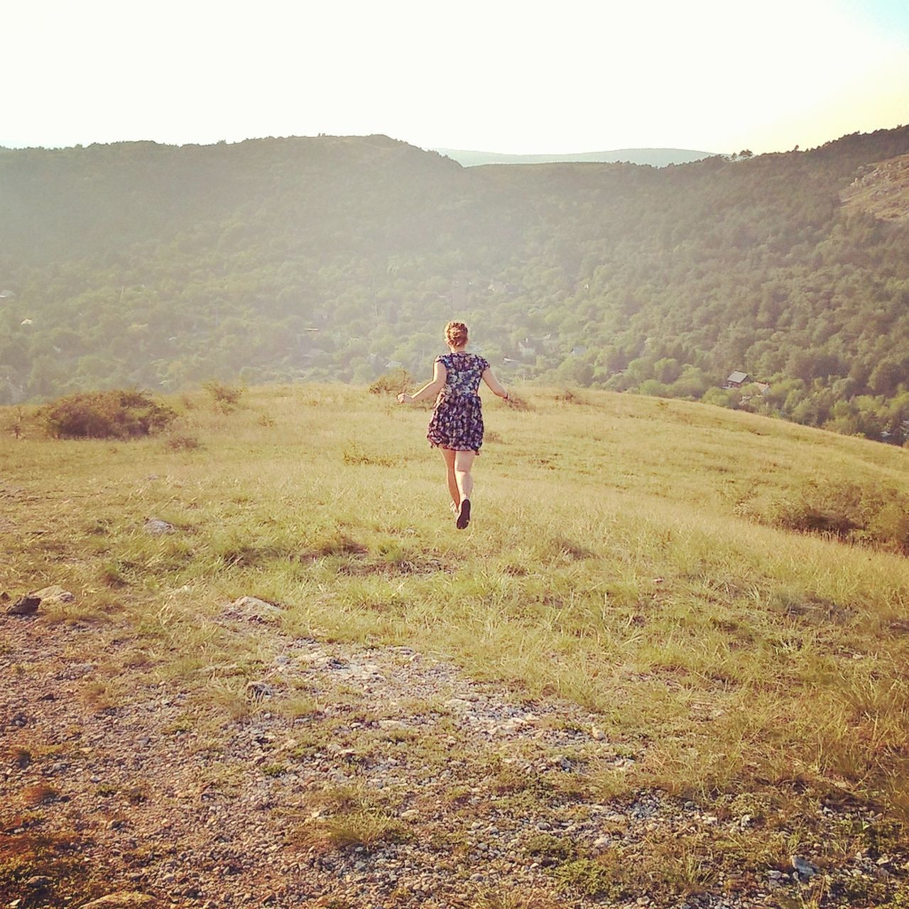 #girl #lumiaphoto #Nature  #running#santesteve#vidasana#fito#vilanova #sunset #sun #clouds #skylovers #sky #nature #beautifulinnature #naturalbeauty #photography #landscape #sunshine Adventure Beauty In Nature Carefree Cheerful Child Day Fog Freedom Full Length Grass Happiness Landscape Nature One Person Outdoors People Walking