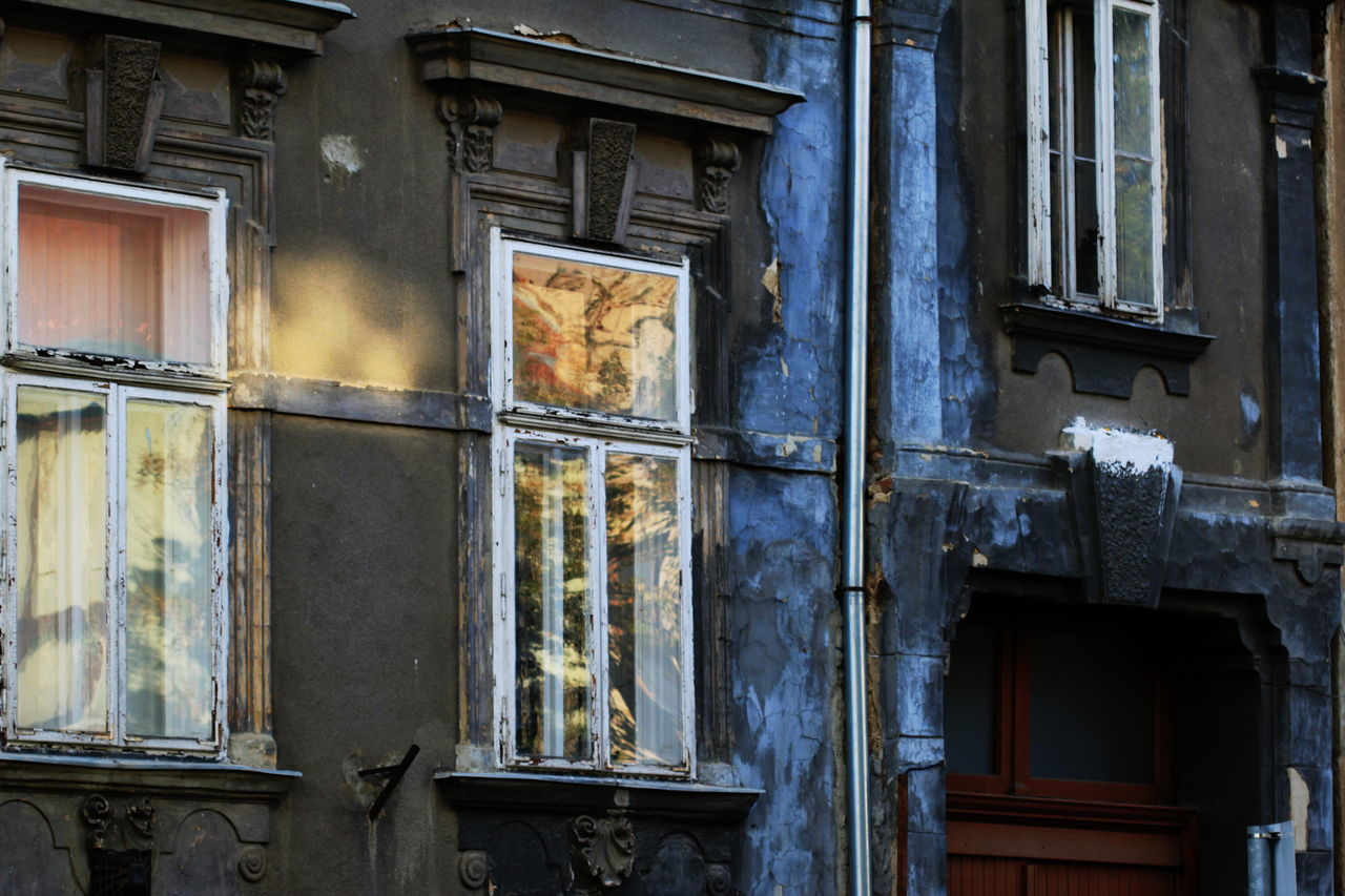 Architecture Bad Condition Built Structure Day House Hungary No People Outdoors Reflection Summer 2016 Szombathely Window