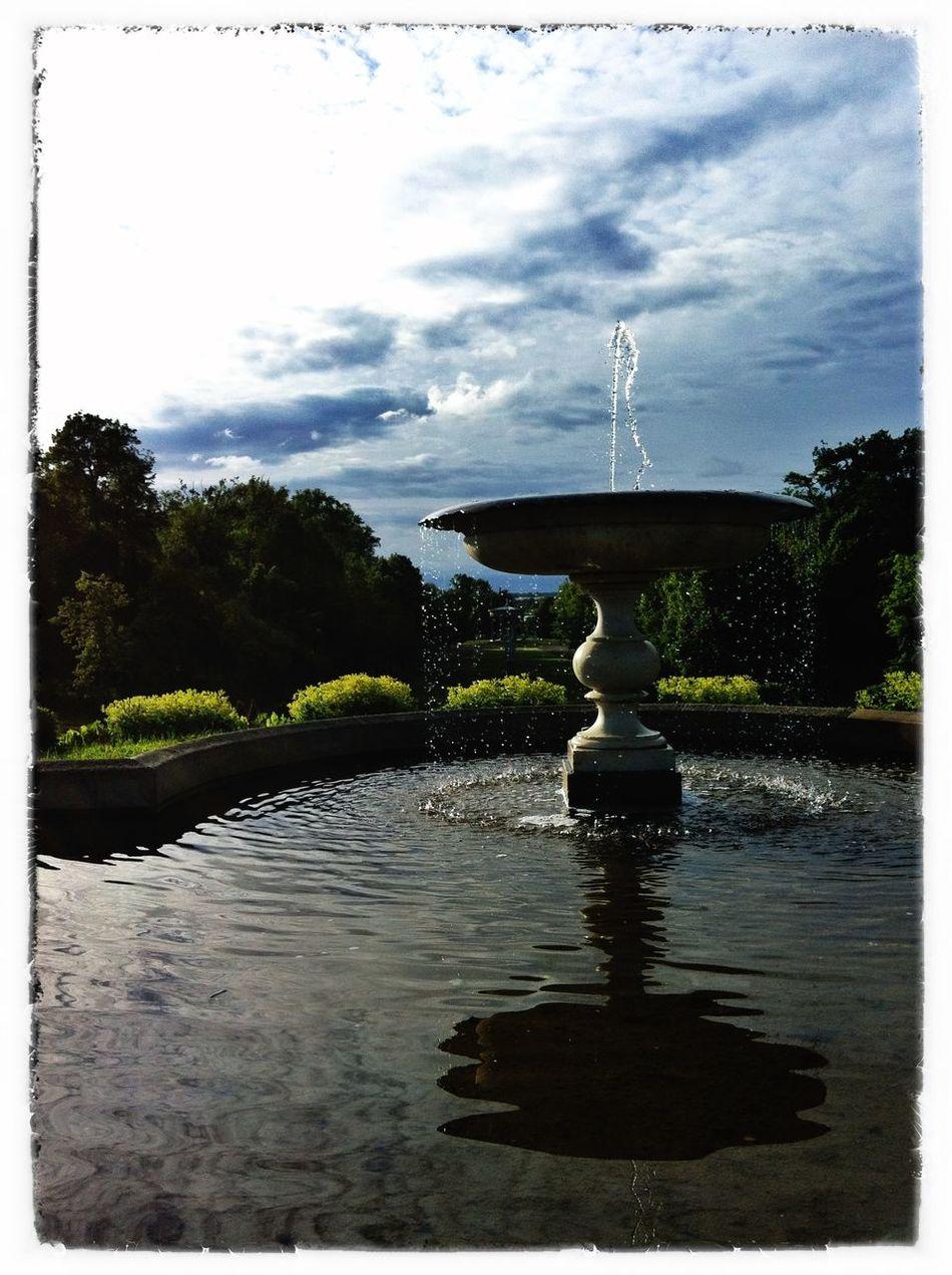 Schlosspark am Abend Parkweg Blau Wasserfarben Spiegelung