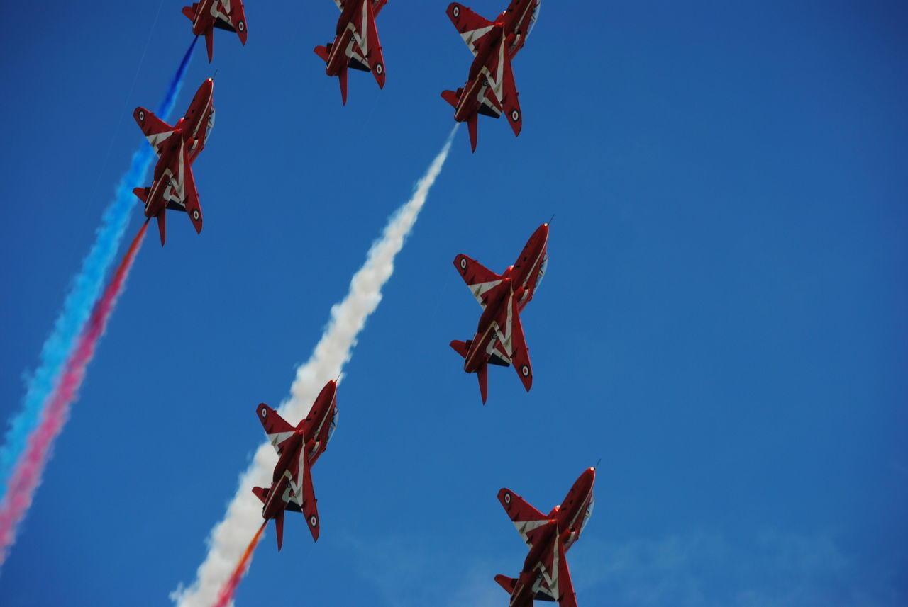 red white and blue, red arrows Aircraft AirPlane ✈ Planes, Trains And Automobiles Airshow Planes In The Sky Planes Overhead Jets Red Arrows Air Display