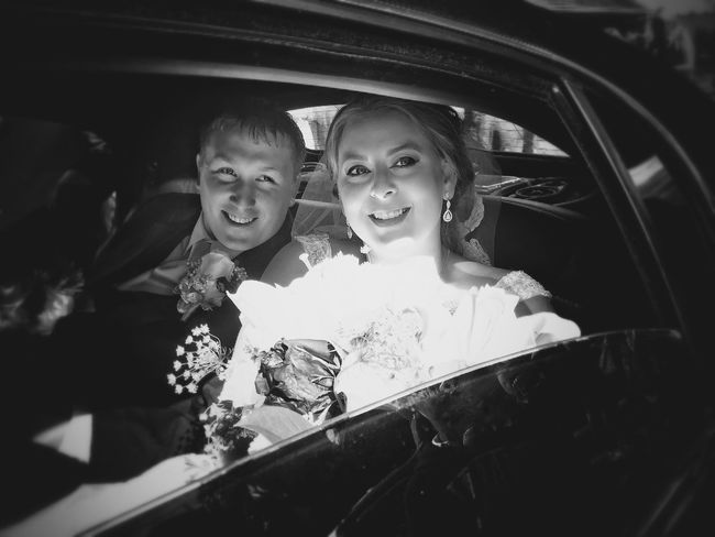 Family Happiness Wedding Car Girls Smiling Cheerful Transportation Lifestyles Happiness Sibling Just Married Love Looking At Camera Togetherness Car Interior Bonding Real People Family Brother Land Vehicle