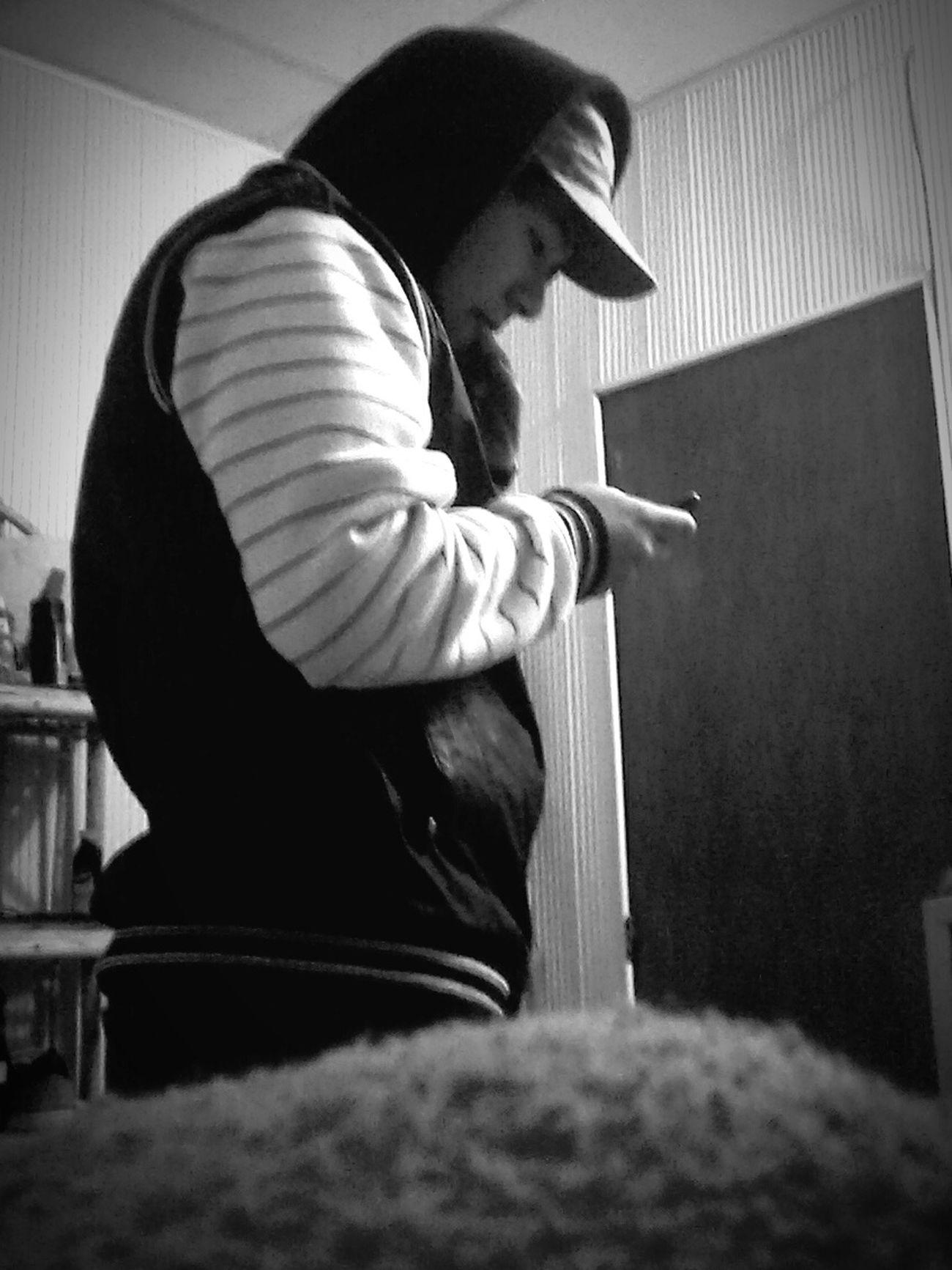 Hay un ladron (chorro turro) en mi piesa D': Ayuda Me Roban Chau RiBer XD