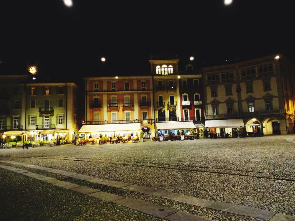Piazza Grande Streetphotography Glitch